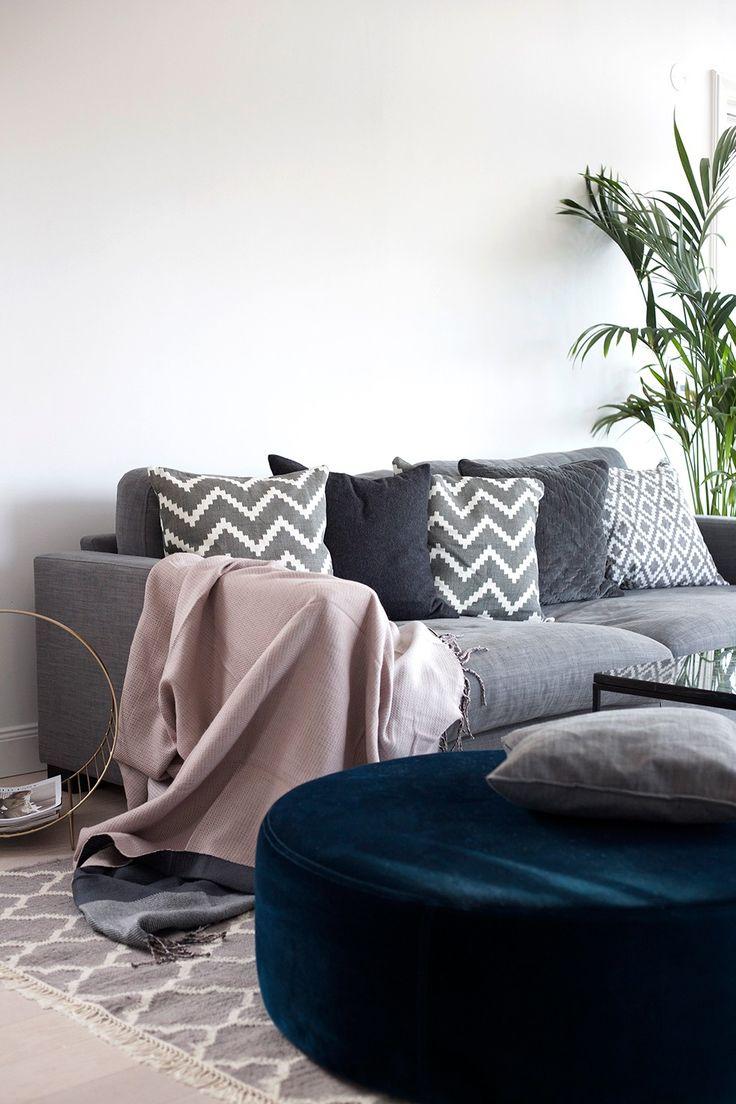 Valen grå dunsoffa. Soffa, dun, låg, möbler, inredning, vardagsrum, linne.