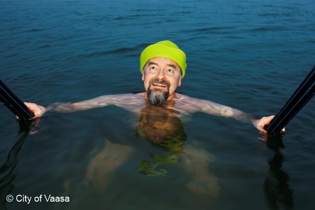Winter swimming @ Vaasa, www.visitvaasa.fi, Photographer Mikko Lehtimäki