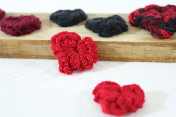 Such cute little hearts... Happy Crocheting!