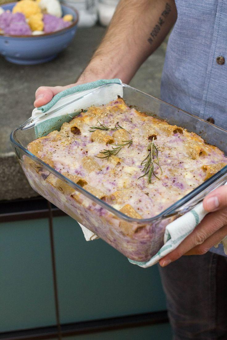 La versione che ti proponiamo è una pasta al forno integrale con i cavolfiori. Il risultato è molto bello da vedere e pazzesco da mangiare!
