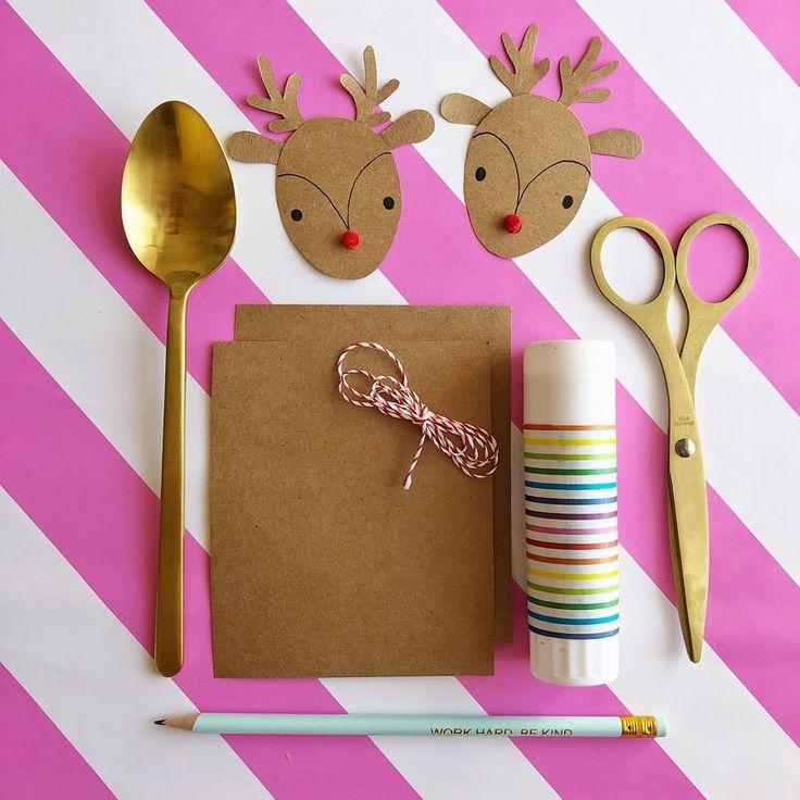Aprendé cómo hacer estas etiquetas reno para decorar todos tus regalos esta Navidad! World, How To Make, Tags, Presents, Manualidades