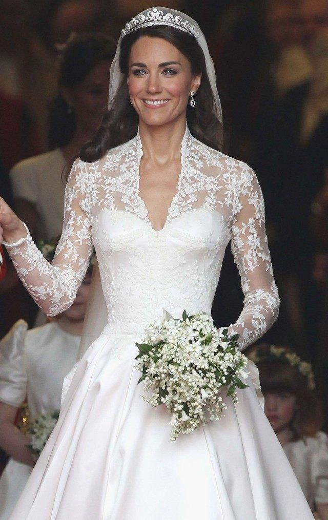 Meghan Markle Kate Middleton And Princess Diana What All Their Royal Wedding Looks Have In Common Kate Middleton Wedding Dress Celebrity Bride Kate Middleton Wedding