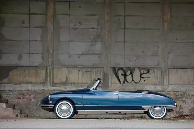 Topless Citroen DS looking majestic in less than salubrious surroundings