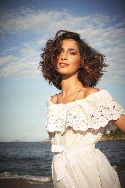 Camila Pitanga é capa e recheio da Glamour Brasil de setembro