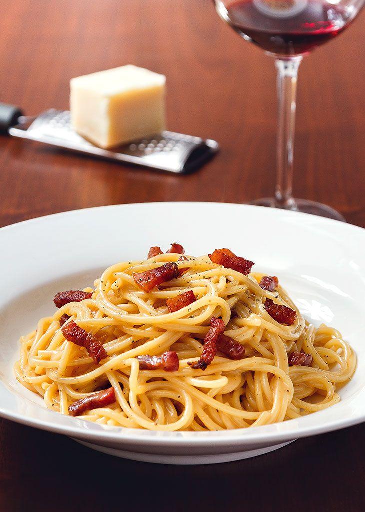 Met dit recept voor de originele Spaghetti alla Carbonara van Antonio Carluccio benader je zoveel mogelijk het originele gerecht!