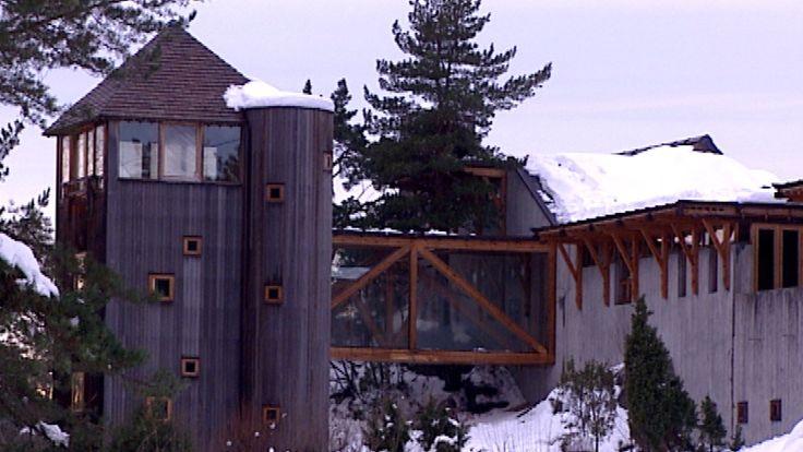 Den verdensberømte arkitekten Sverre Fehn døde i går. Han har satt spor etter seg, med bygninger over hele verden. Ett av dem ligger i Telemark.