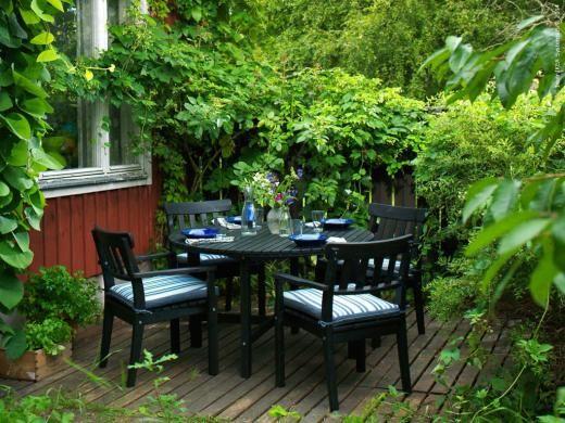 Klassiska utomhusserien ÄNGSÖ serien finns både i vitt och svart.
