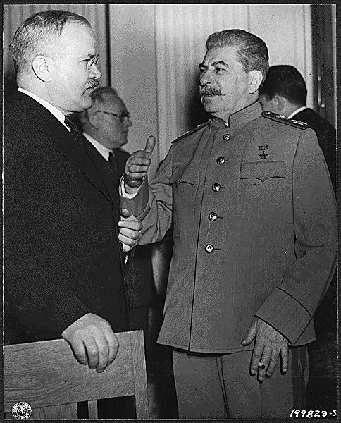 モロトフ(左)とスターリン(右)