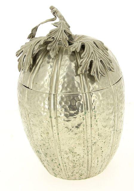 CHRISTIAN DIOR – Important seau à glace en métal martelé en forme de grenade à prise feuillagée (qq oxydations et choc sur la partie intérieure), H 36,5 cm