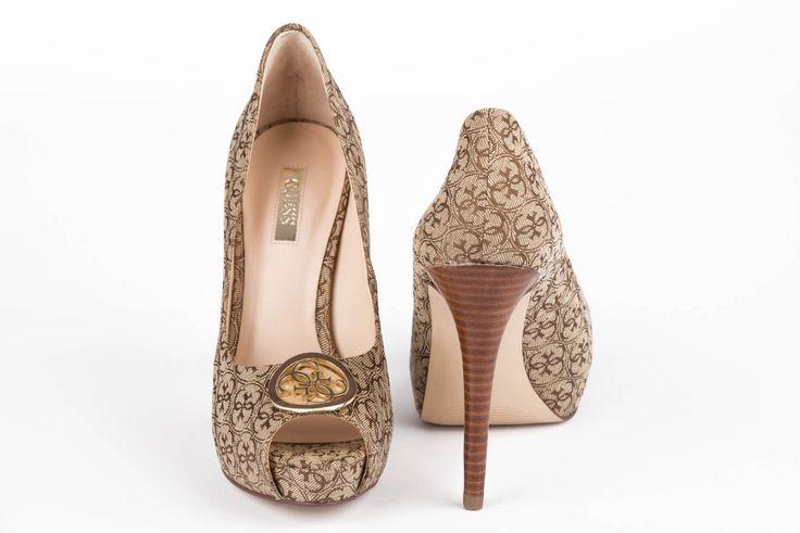 GUESS nyomott mintás tavaszi cipő.  http://www.loveandluxury.hu/hu/shop/2016-os-termekek/2016-tavaszi-cipok/flhp31fal07_beibr-guess-nyomott-mintas-cipo-termek