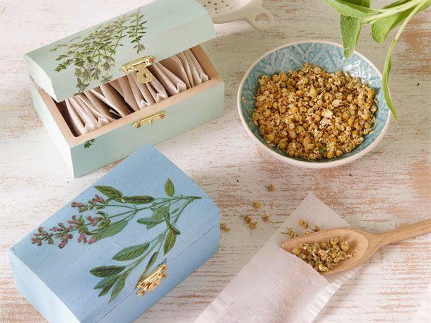 In den hübschen Kräuterboxen könnt ihr Teebeutel verstauen.