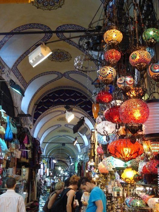 Mısır Çarşısı - Gülçin Özturna © Mısır Çarşısı - Gülçin Özturna İstanbul rehberi sayfalarında; istanbul tarihi, ilçeleri, dini mekanlar, eski eserler, müzeler, şiirler, yazılar, fotoğraflar, nüfus, İstanbul haritası yer alıyor.