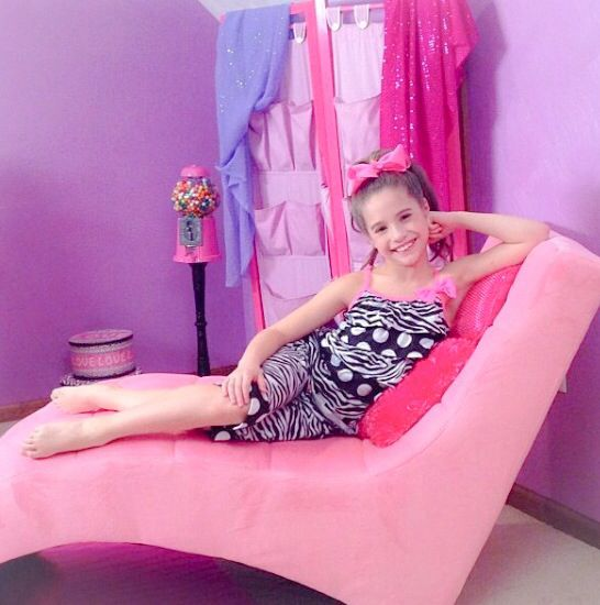 Mackenzie Ziegler repin if u like girl party