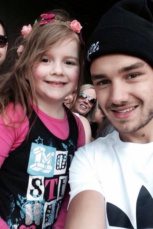 Liam Payne Hugging Fans 17 Best images about 1...