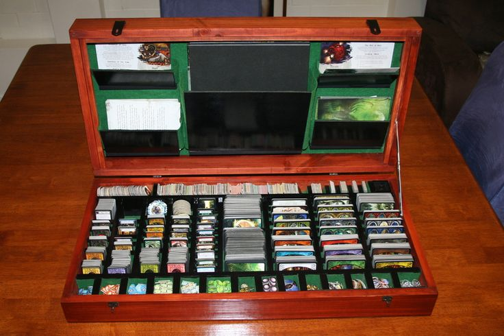 Arkham Horror case: the game can be played straight out of the box (which is GREAT!)