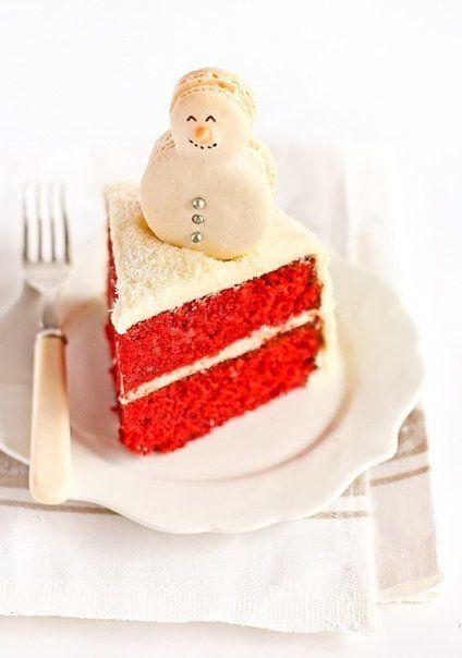 Торт со снеговиками-макарунами