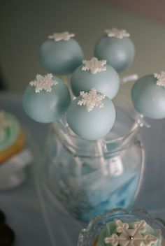 Disney's Frozen Cake Pops Tons of party ideas @ www.partyz.co !
