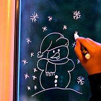 Fensterbild Winter ★ Winterfenster Schneemann ★ Malen mit Kreidefarben auf dem Fenster ★ Anleitung und Vorlage für den Schneemann gibt es hier http://kreativ-zauber.de/winterfenster-schneemann/