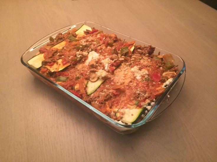 Een nieuw recept, koolhydraatarme courgette lasagne. Deze koolhydraatarme courgette lasagne bevat een hoop groente en smaakt ook nog eens super goed!