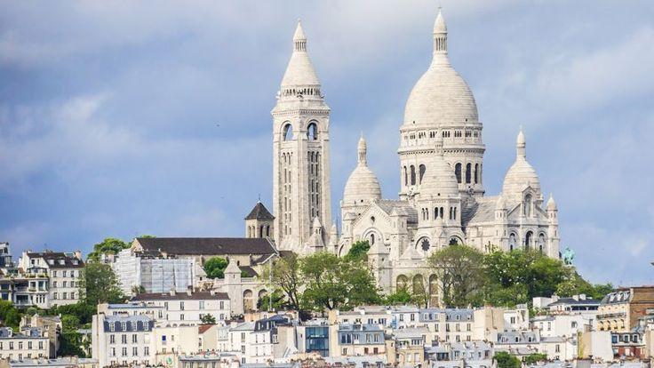 8503 euros le m² : deuxième monument le plus visité de Paris (10 millions de touristes en 2015), le Sacré Cœur n'arrive qu'en avant-dernière position de ce classement. La basilique paie sans doute le prix (c'est le cas de le dire !) d'être situé dans le XVIIIe, l'arrondissement le moins cher de Paris (6620 euros le m²). Et pourtant, ce tarif reste nettement supérieur (+17%) au prix moyen au m² dans le XVIIIe. En revanche, il est un tout petit peu plus cher qu'à Paris (+7%).