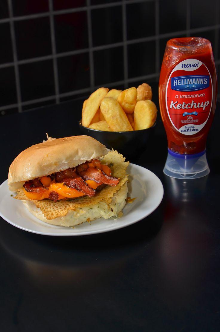 All Tribes Burguer & Dog   Extreme da Faria: Hambúrguer bovino de 150g, bacon, queijo cheddar, maionese temperada e parmesão na chapa, no pão de hambúrguer. Acompanha batata rústica e maionese temperada. - R$ 29