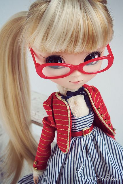 Romantic Alice | Rarely do I like a doll in glasses, but this is one exception.