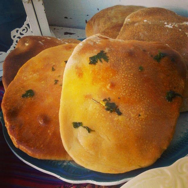 Pão Naan com Manteiga de Alho e Coentros - Dona Bimby