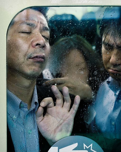 Tokyo's Compressed Subway Riders by Michael Wolf... (So similar to Mx reality)