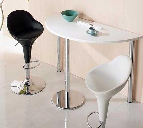 необычный высокий стол для кухни