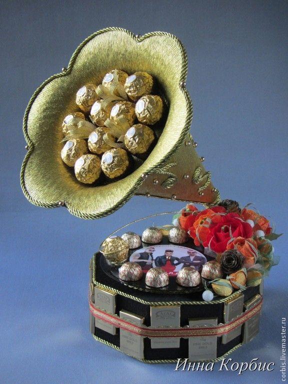 """Купить Букет из конфет. Композиция""""Золотой граммофон"""". - золотой граммофон, музыканту, подарок девушке, подарок женщине"""