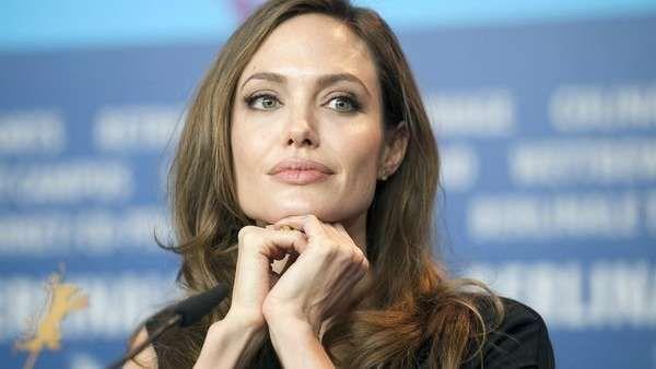 Angelina Jolie destrozó a Donald Trump   La estrella de Hollywood Angelina Jolie criticó hoy las políticas migratorias del presidente de los Estados Unidos, Donald Trump, al subrayar que ... http://sientemendoza.com/2017/02/03/angelina-jolie-destrozo-a-donald-trump/