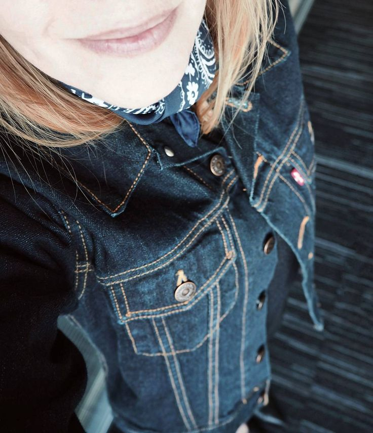 """118 Likes, 3 Comments - Gabriella Buzas (@epicstreetstyle) on Instagram: """"Yesss! Found The One Denim Jacket 💝 deets & similars on epicstreetstyle.com 😘 . ."""" Levi's cool wiw whatiwear outfit ootd outfitinspo bandana"""