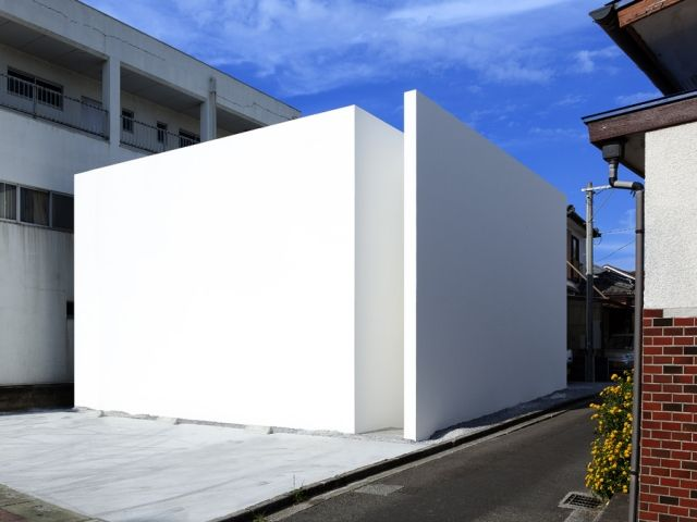 Even John Pawson couldn't achieve this degree of minimalism - it is extraordinary. House-T by Tsukano - News - Frameweb