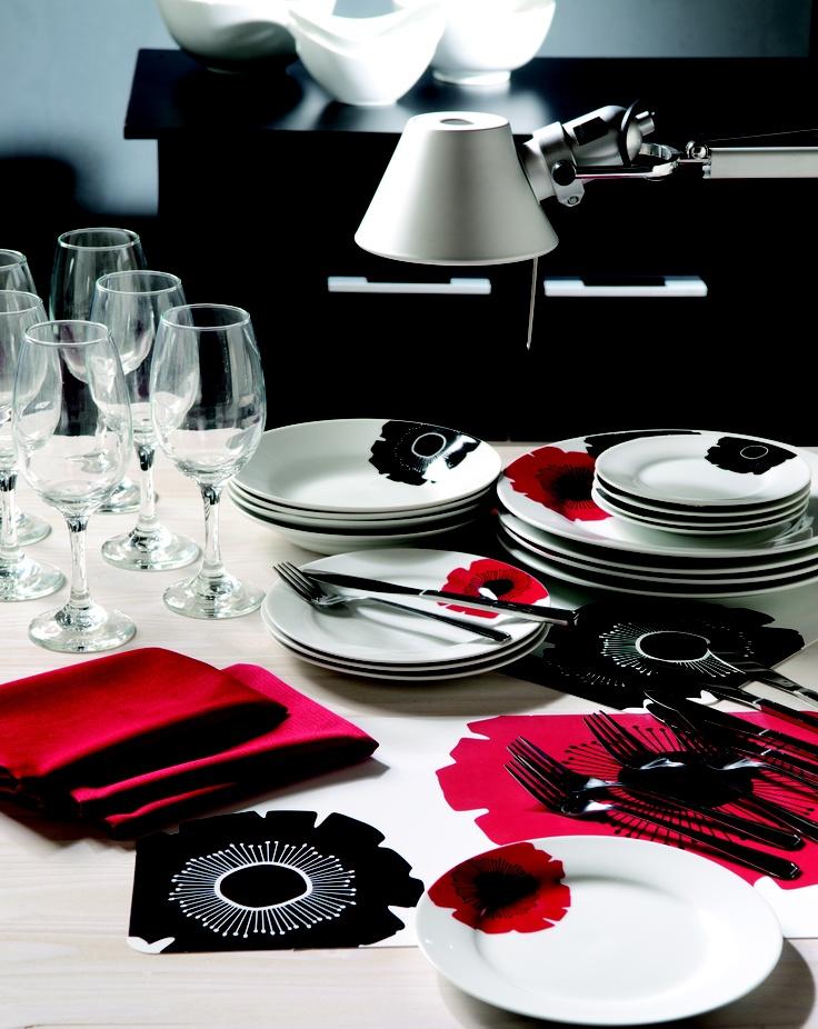 Con esta tendencia de colores puedes renovar tu colección de lozas comprando algo que está en la moda, y a la vez muy clásico. La mistura de blanco, negro y rojo siempre se verá bien. #Tendencia #Clasico #Loza www.easy.cl