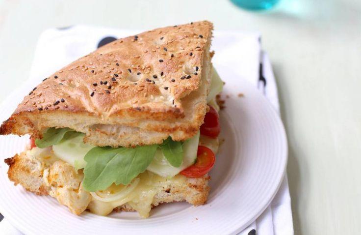 Turks brood met kip uit de oven