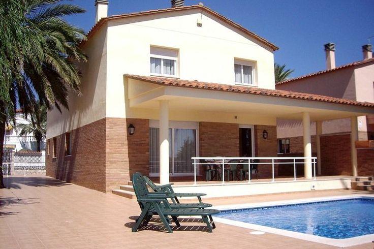 Te huur: Dit heerlijk vakantiehuis aan de Costa Brava. Deze accommodatie heeft ruimte voor maar liefst negen personen.  Deze vakantievilla in Spanje heeft een privezwembad en is te huur vanaf onze website.