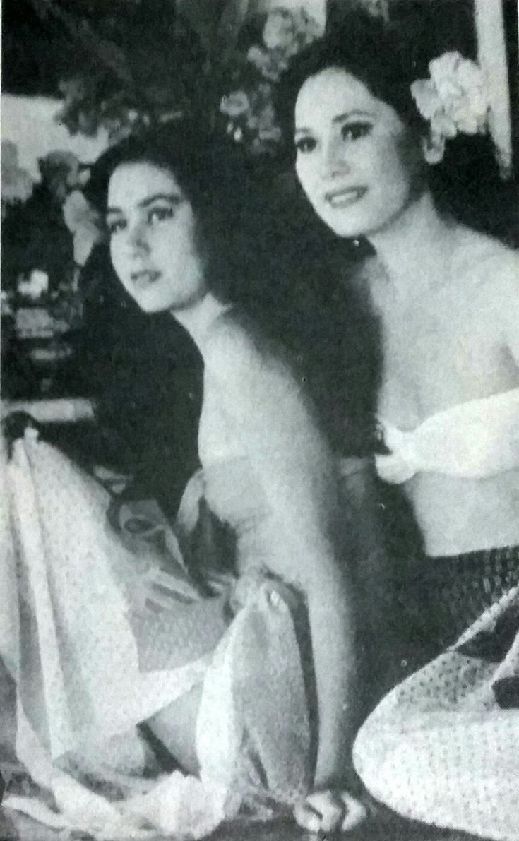 Dewi and her daughter, Karina, in the Bali island - Tempo, 6 Nov. 1993.