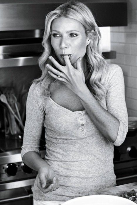 .: Kitchens, Silly Girls, Celebrity, Girls Crushes, Gwyneth Paltrow, Beauty People, Mom Styles, Actresses, Gwynethpaltrow