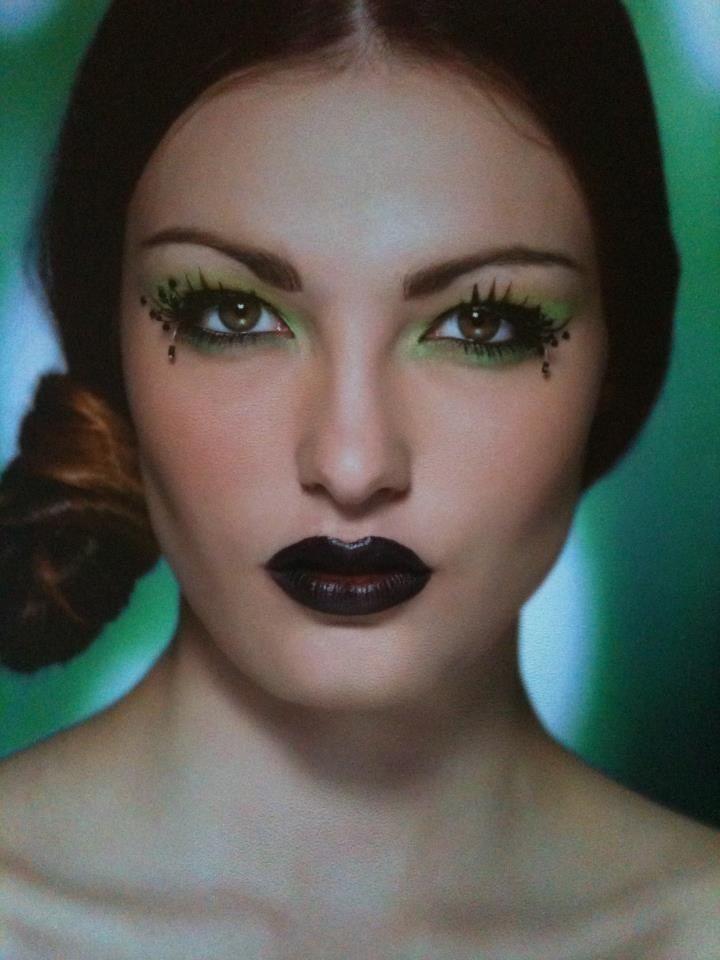 Kiwi themed make up