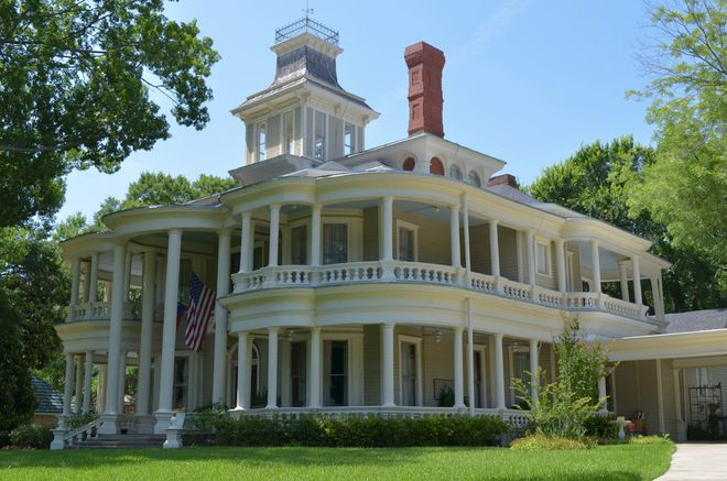 Originally constructed in 1883, the house was built for Matthew Cartwright and his wife, Mary Davenport Cartwright.