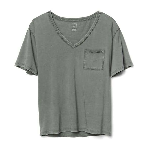 Gap Women V Neck Pocket Tee ($20) ❤ liked on Polyvore featuring tops, t-shirts, tall, vintage palm, short sleeve tee, short sleeve pocket t shirts, vintage t shirts, v-neck tee and pocket tees