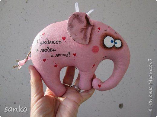 Маленький розовый слоник пахнет кофе и корицей, и уже давным-давно счастливо нашёл любовь и ласку)) фото 1