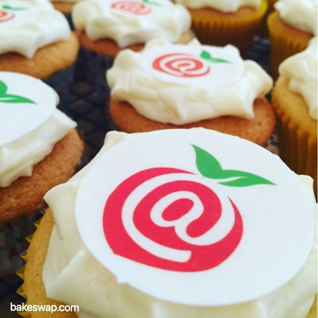 """Thankyou"""" cupcakes for our amazing inaugural """"Swanny Cake Boxers"""" BakeSw@p Circle. It takes just a few minutes to swap for a bounty of healthy and delicious treats to sort morning and afternoon tea for our kids for the rest of the week. This recipe is in our Fun Friday collection at bakeswap.com @BakeSwap  #bakeswap #happybakeswapping #bakeswapcircle #funfridayrecipe #anyonecanbakeswap"""
