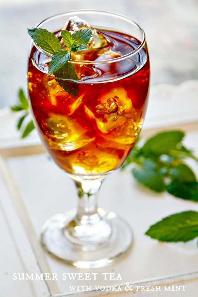 summer sweet tea with vodka & fresh mint - a refreshing summer cocktail! - good without vodka, too.