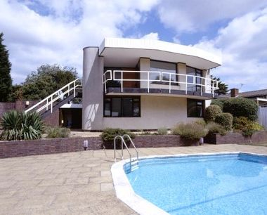 Funky Tracey Island style beach side pad with pool! Room for family and friends and a short drive from London.