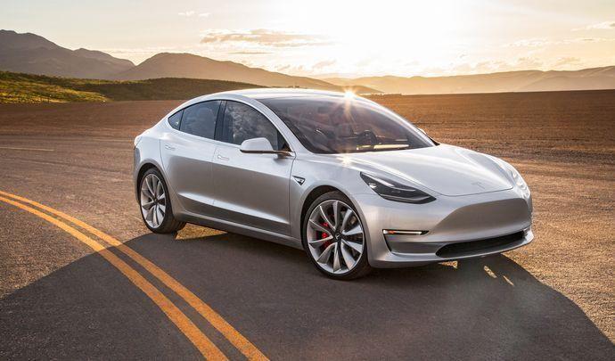 Europe : la Tesla Model 3 fait sa promotion en showroom