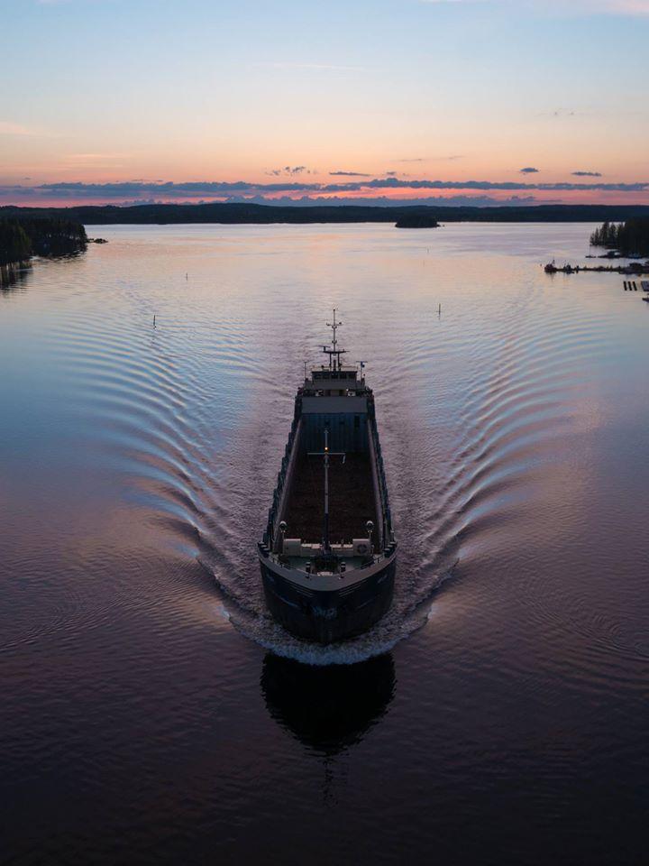 #puumala #lake #finnishlakes #discoverfinland #lakesoffinland #finland #järvi #järvimaisema #suomenluonto #luonto #outdoors #järvenranta #boat #sunset #auringonlasku