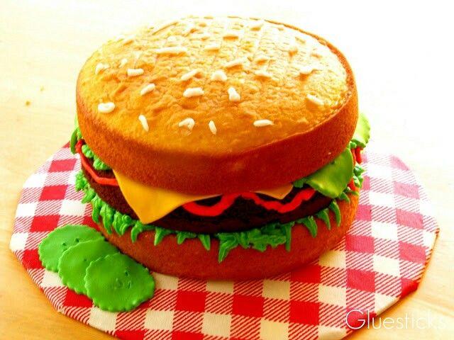 Burger cake, sweet!