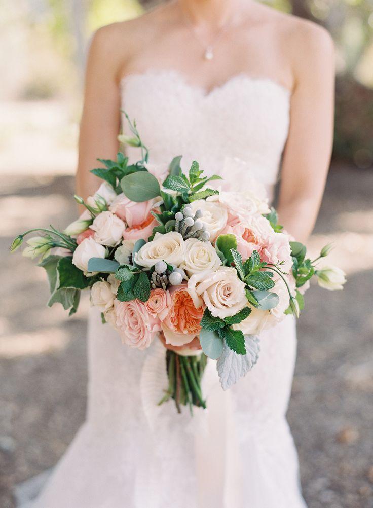 Bridal bouquet with pretty colours - Photography: Caroline Tran - www.carolinetran.net: Vineyard Wedding with the Prettiest Colors : https://www.itakeyou.co.uk/wedding/vineyard-wedding-in-california/