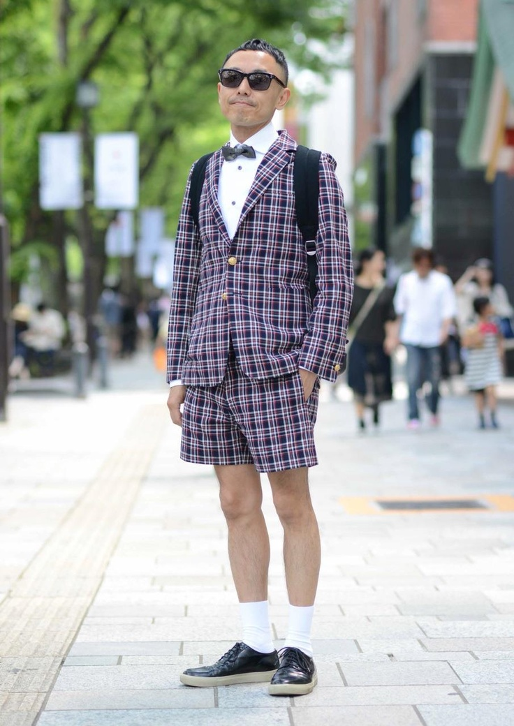 "【EDGEE Snaps Vol.6】  Tsukasa seemed too busy since he was walking very fast(almost running) on Omotesando street, but turned out to be a charming gentleman right after we talked to. He tied up just before we took snaps saying ""My style is not yet complete""..here comes true fashionista. What do you think of his style?  [Name] Tsukasa  [Age] Unknown  [Occupation] Unknown"